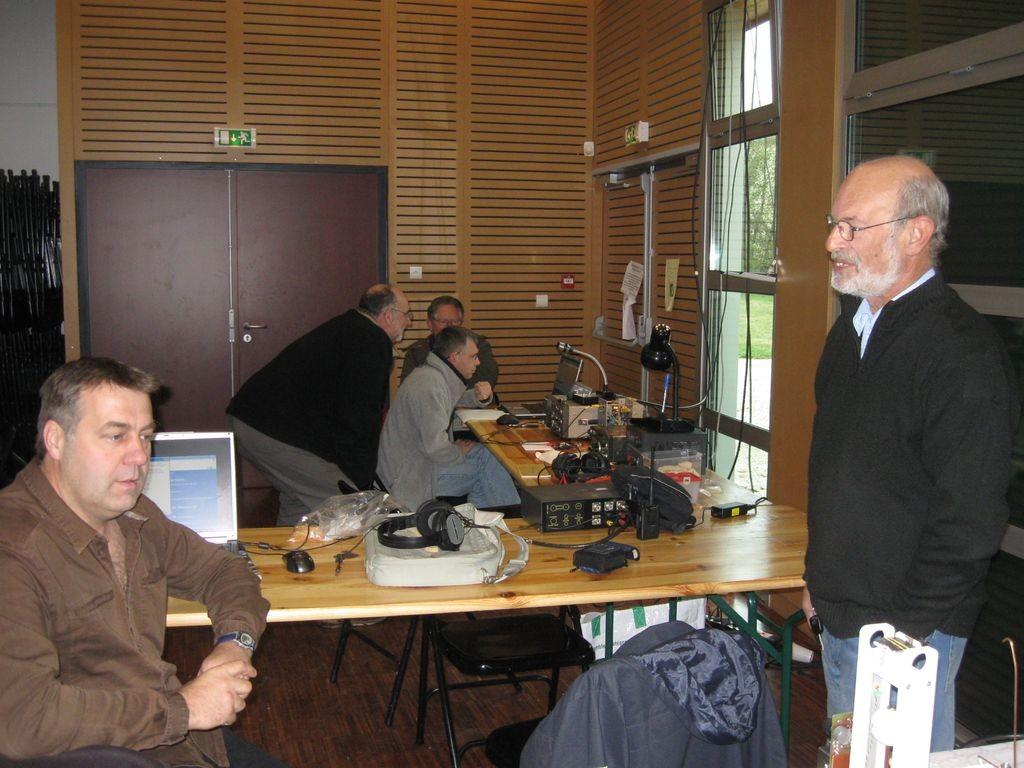 quelques participants - F5HIJ - F5UCF - F8ARV - F4EPH - et Jean-Claude le roi du gadget