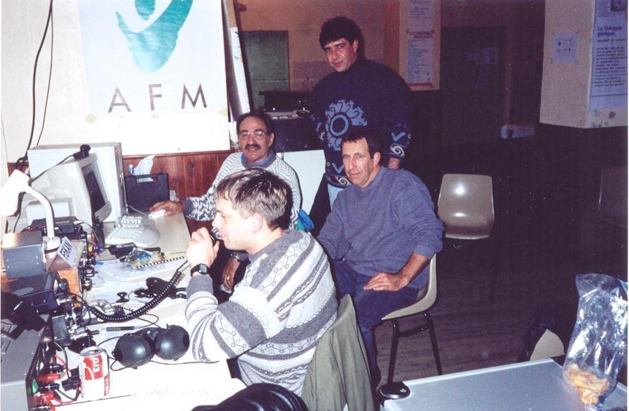 QSO phonie F8ARV micro en main. avec F1TTJ, F8ARS, F4ARW
