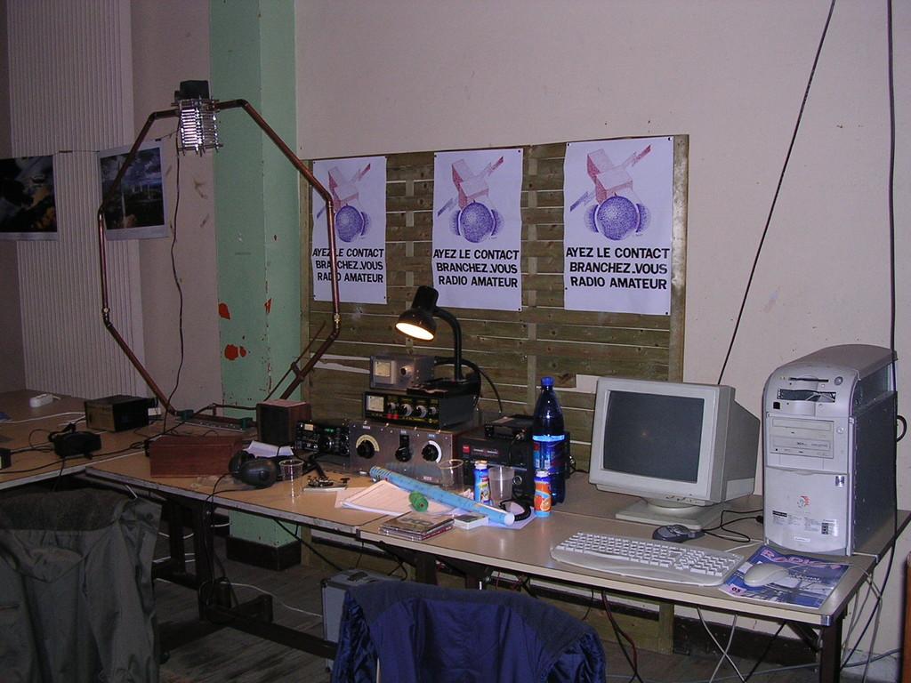 2003 La station avec l'antenne boucle de F5UCF