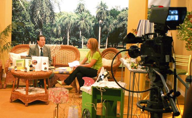 Promocionando y explicando los alcances de la Medicina Natural en la Red Guarani, Canal 2