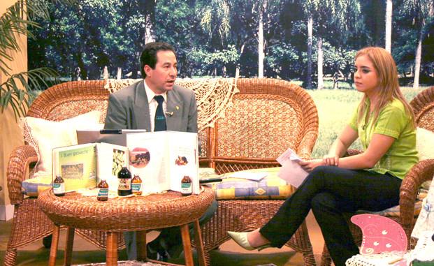 En el Canal 2, Red Guaraní, presentando libros sobre Medicina  Natural