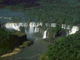 """El magestuoso y maravilloso Yguazu """"Aguas grandes"""" de los Guaranies en la Triple frontera (Paraguay, Brasil, Argentina)"""