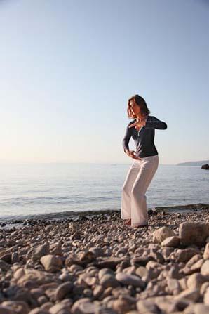 Himmel-Erde-Mensch ist eine dreiteilige Übung aus dem Stillen Qigong im Stehen