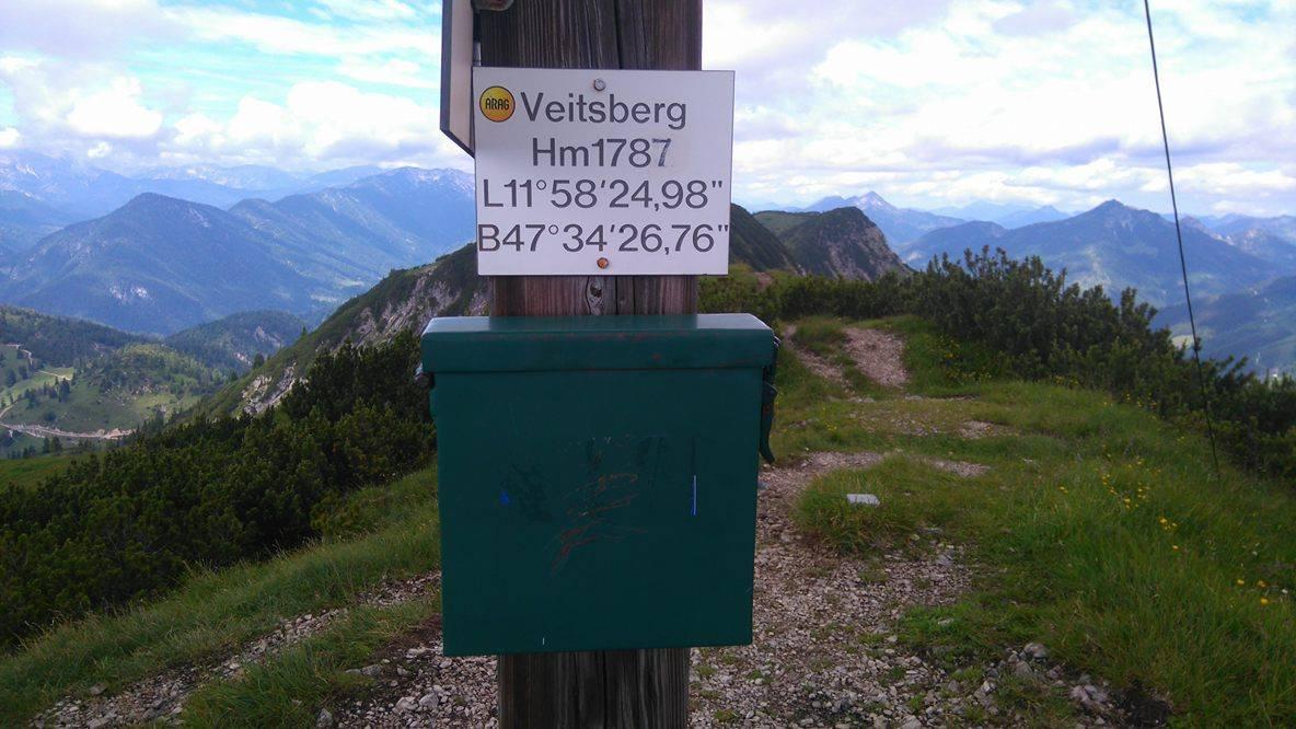 Hier darf man sich auch gerne im Gipfelkreuz verewigen