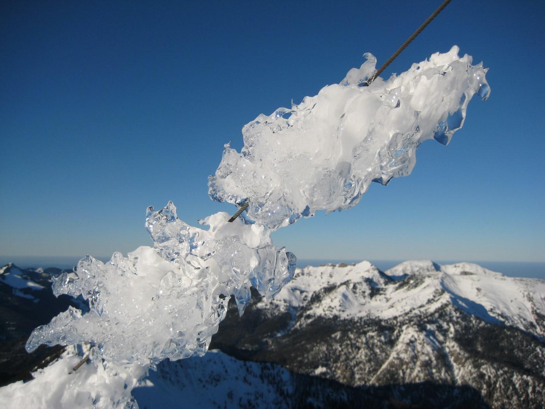 traumhafte Schneekristalle im Winter