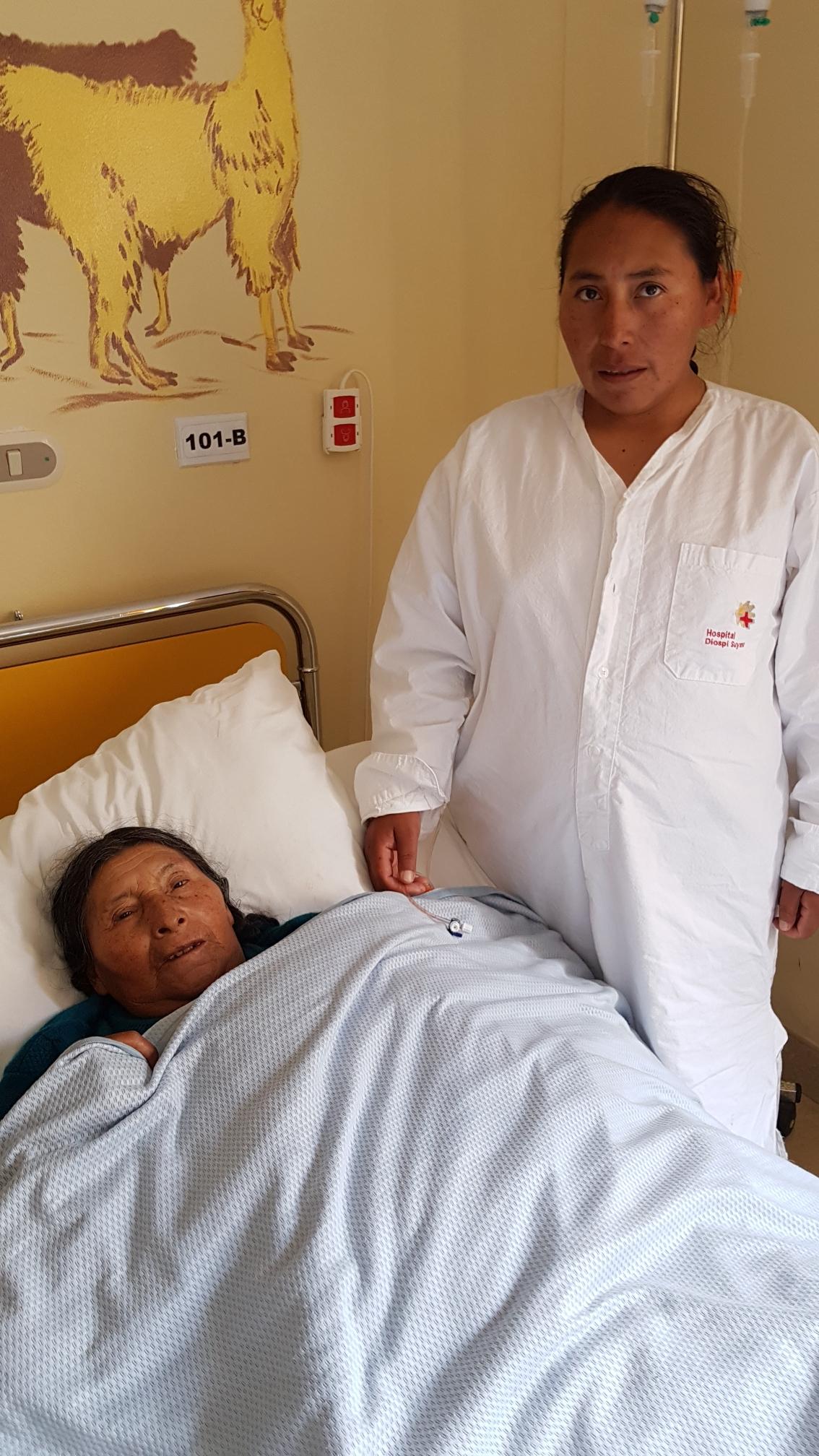 Sie wohnen eine halbe Stunde voneinander entfernt und treffen sich das erste Mal im Hospital Diospi Suyana als gefäßchirurgische Patienten.