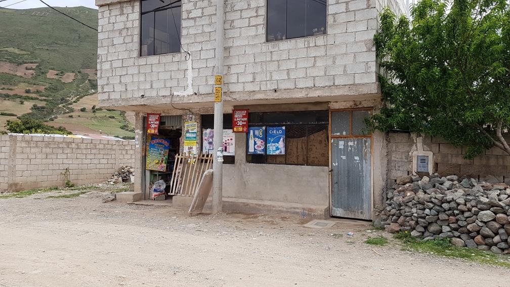 Der Laden gegenüber, von morgens 5 bis nach 21 Uhr kann man bei Cleo einkaufen.