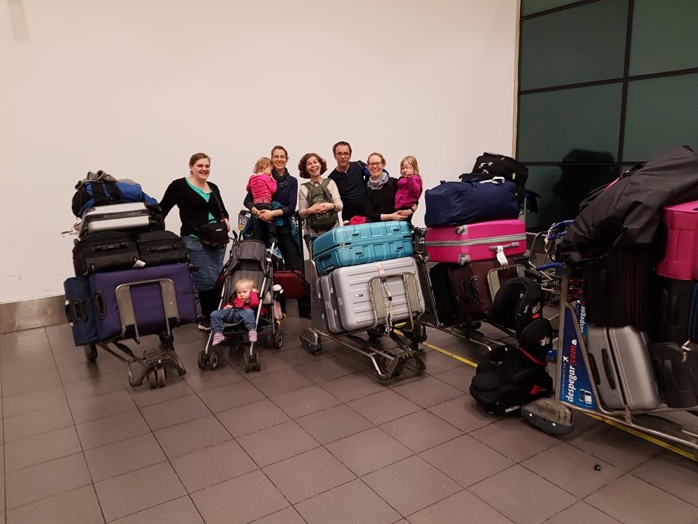 Gepäckhalle in Lima. Ab Madrid mit unserer vergrößerten Diospi-Reisegruppe.