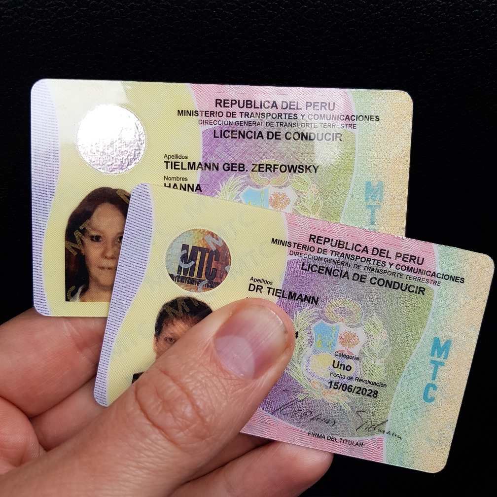 Wir haben sie! Unsere peruanischen Führerscheine.