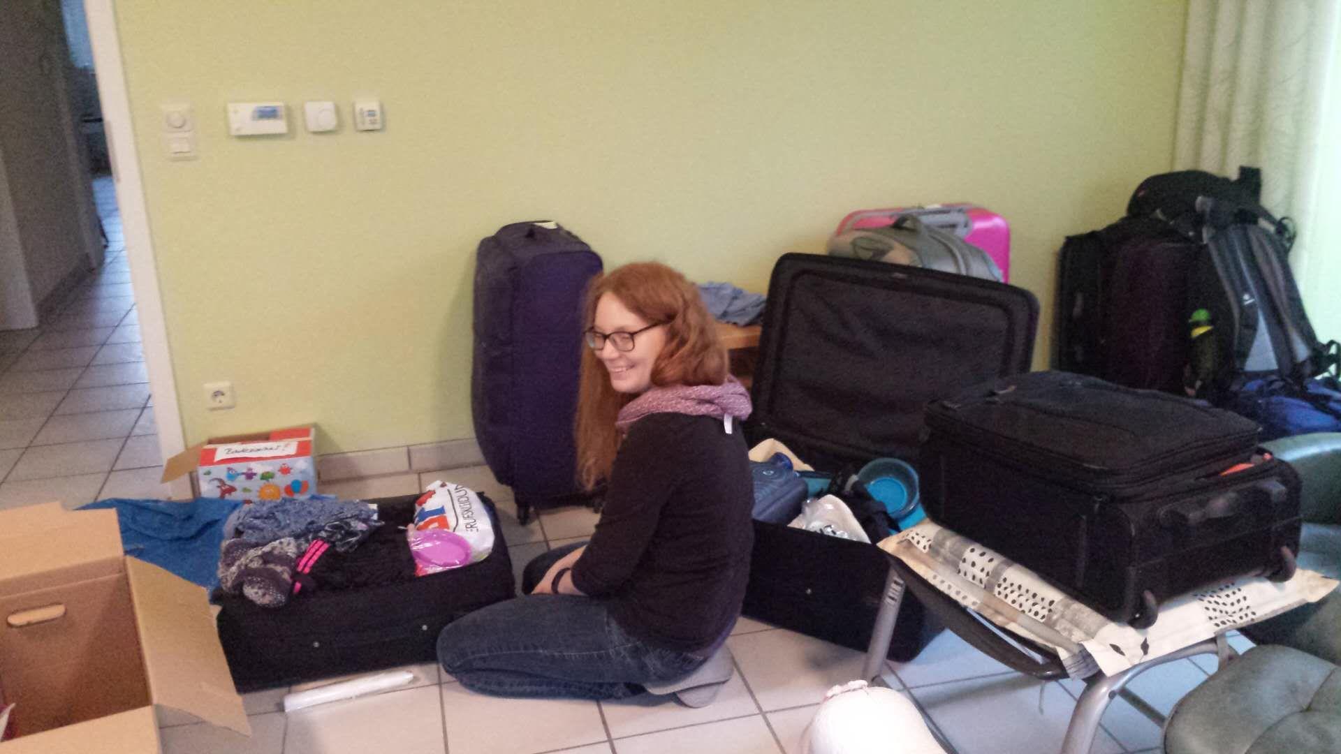 Hanna beim Einpacken