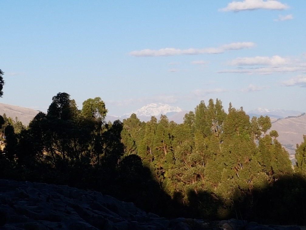 Juni: Im Hintergrund sieht man den Ausangate, 6384m, ca. 150km Luftlinie von Cusco entfernt