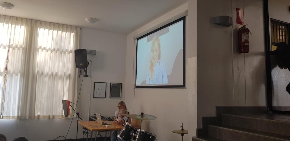 Marta erzählt im Video etwas über Ostern