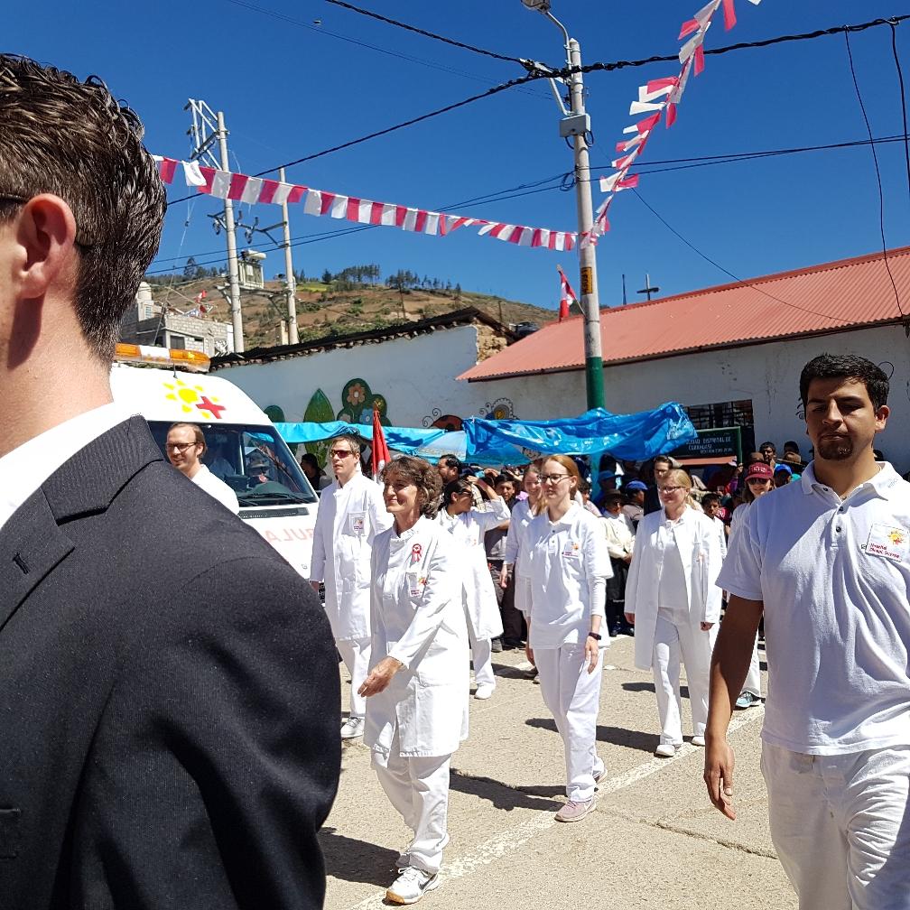 Die Ärzte von Diospi Suyana marschieren
