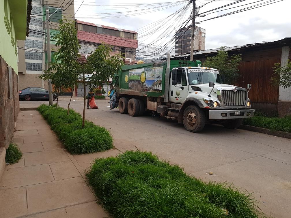 6:30Uhr: Die Müllabfuhr kommt.