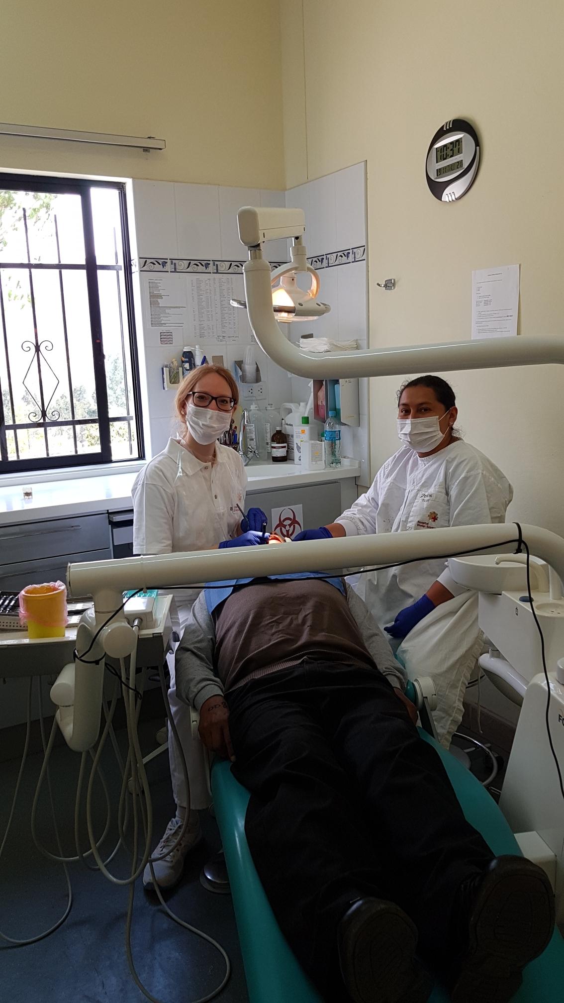 Hanna in ihrem Behandlungszimmer