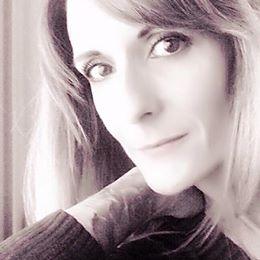 Meine persönliche Erfahrung und meine Leidenschaft für Kosmetik und Wellness im ganzheitlichen Sinne haben mich 2008 dazu bewogen, mich an der Kosmetikfachschule Cornelia Heydecker in Zürich zur diplomierten Kosmetikerin ausbilden zu lassen.