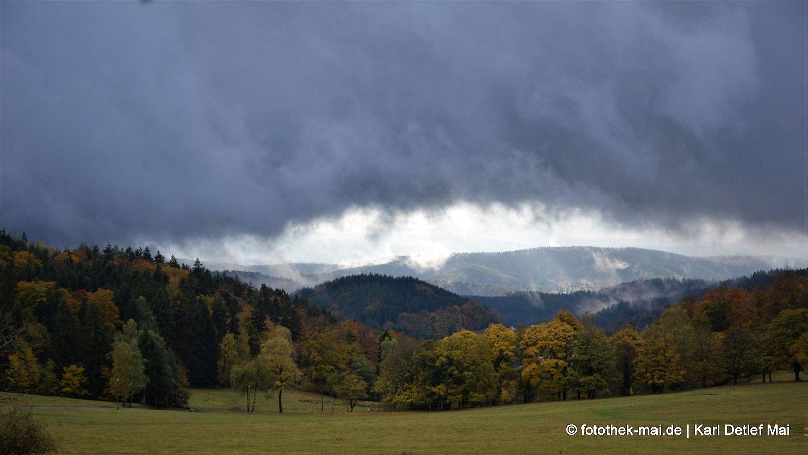 Die Sonne ist immer da, nur nicht für alle // Knüllfeld bei Steinbach-Hallenberg in Thüringen