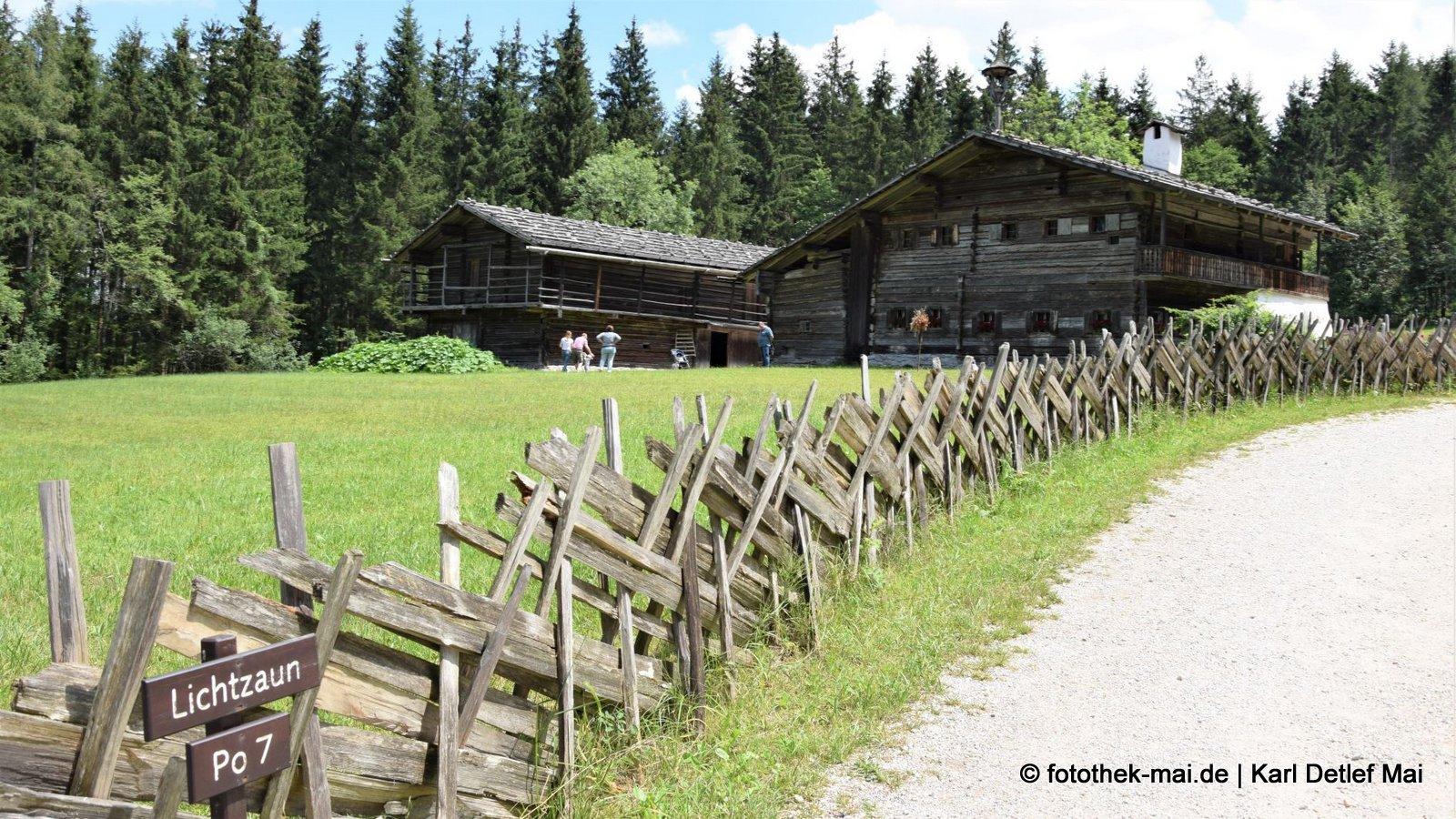 Bei dem Zaun geht einem ein Licht auf // Salzburger Freilichtmuseum Großgmain / (A)