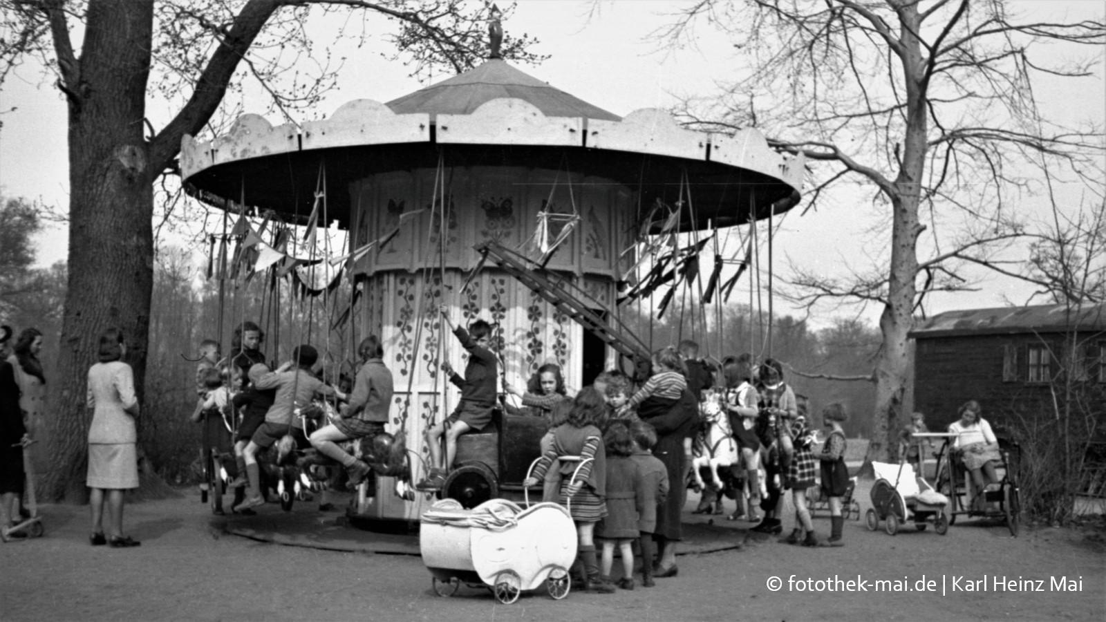 Alltagsbilder aus Leipzig 1945 - 1950, Hauptzweigstelle der Sparkasse Bamberg, 1990