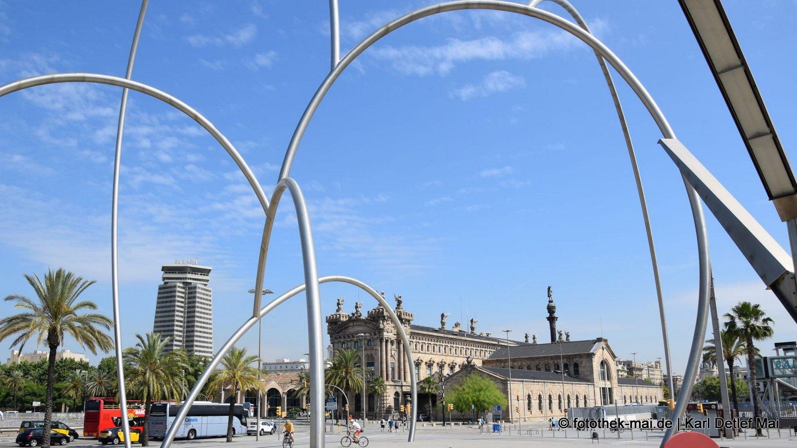 Den Bogen rauskriegen // Installationen im Zentrum von Barcelona (ES)