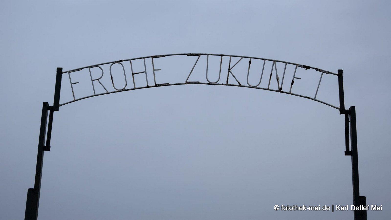Wir sollten alle durch das Tor gehen - Fotografien von 2013 - 2019 und 2021 vorgestellt // Tor zum Gartenverein im Muldentalkreis