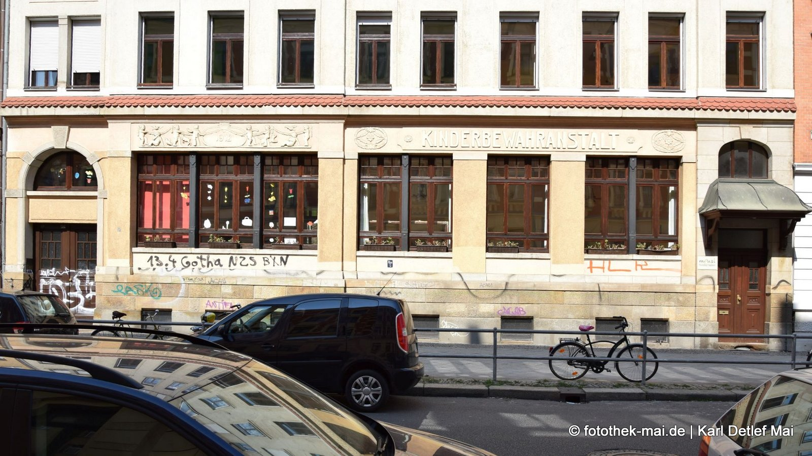 Nicht nur die Kinder bewahren // Leipziger Fassaden