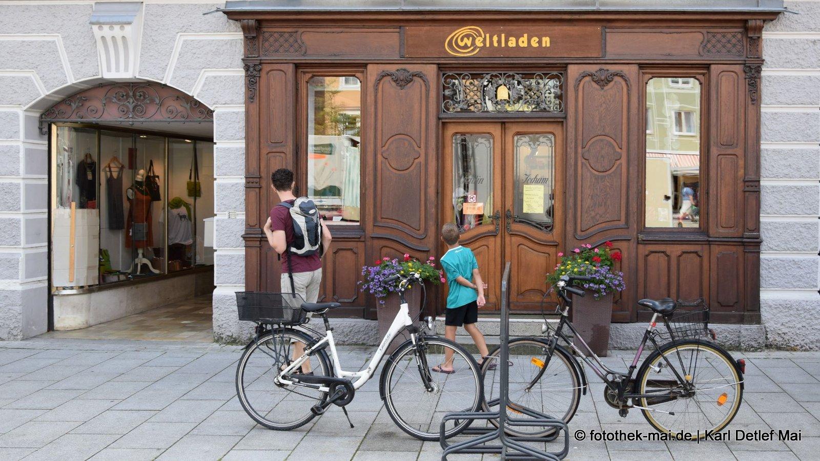 So klein kann die Welt sein // In der Geschäftsstraße der bayrischen Kleinstadt Mindelheim