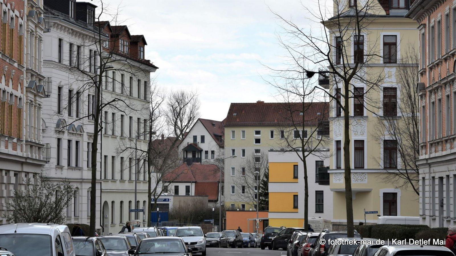 Verbaut und zugeparkt // Leipziger Zwischenzeiten - Gohlis, Wiederitzscher Straße Blick Möckernsche Straße