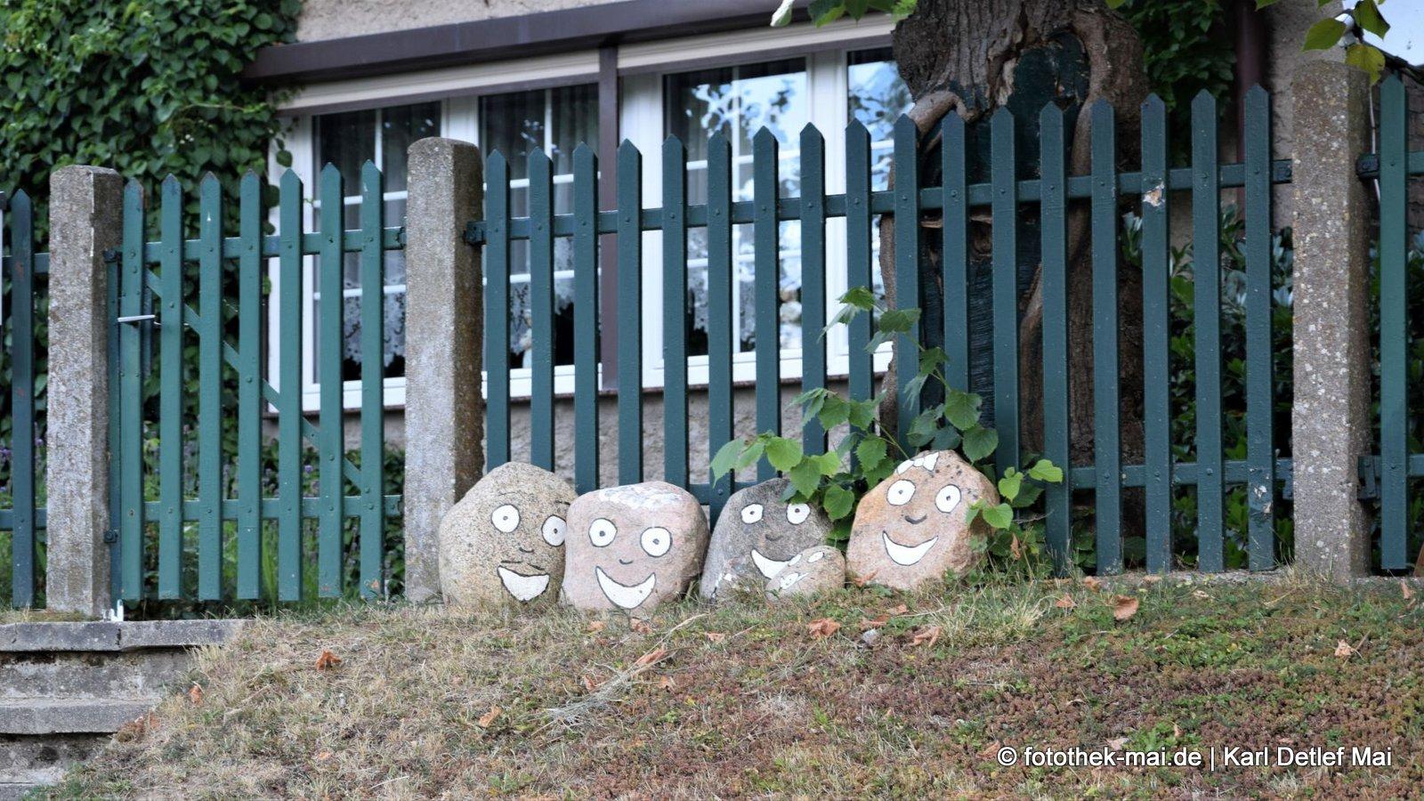 Steinreich - durch die Eiszeit // Begrüßung an einem Grundstück in der Feldberger Seenlandschaft