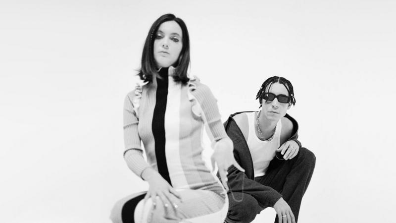 """Ecoutez le nouveau titre du duo The Pirouettes """"Tu Parles Trop"""" extrait de leur nouvel album à paraître."""