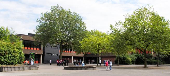 Leibniz-Gesamtschule Duisburg, Pausenhof