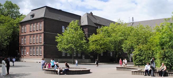 Leibniz Gesamtschule Duisburg Pausenhof