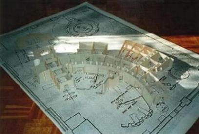 Für die Aufbauten habe ich vorwiegend Buchbinderkarton und Balsaholz verwendet. Einfache Materialien, wie sie auch Matt Jefferies damals verwendete.