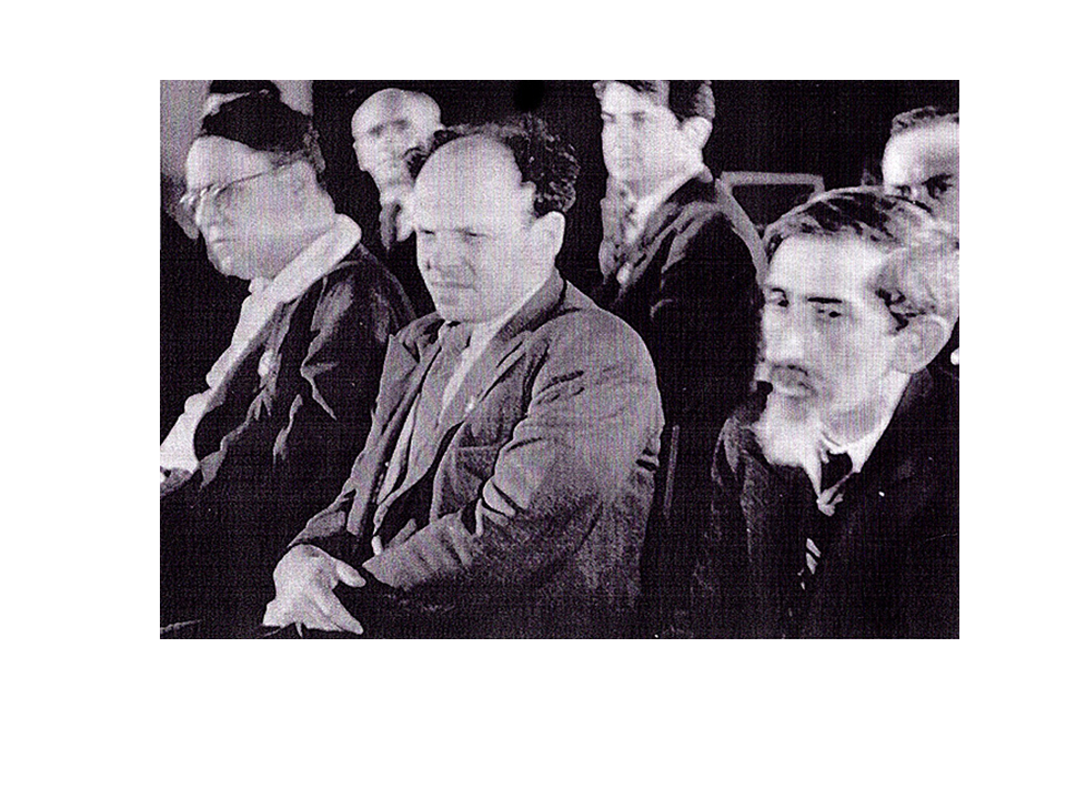 זוסקין (באמצע) בישיבת הוועד היהודי האנטי-פשיסטי, מוסקבה. 1947