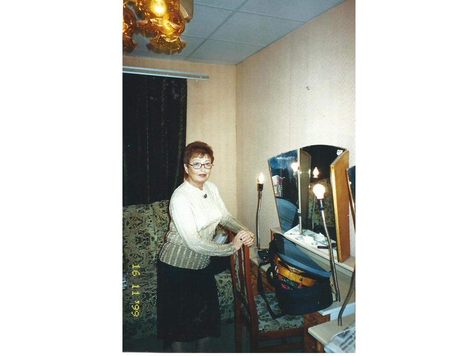 בחדר האיפור לשעבר של אבא, 1999