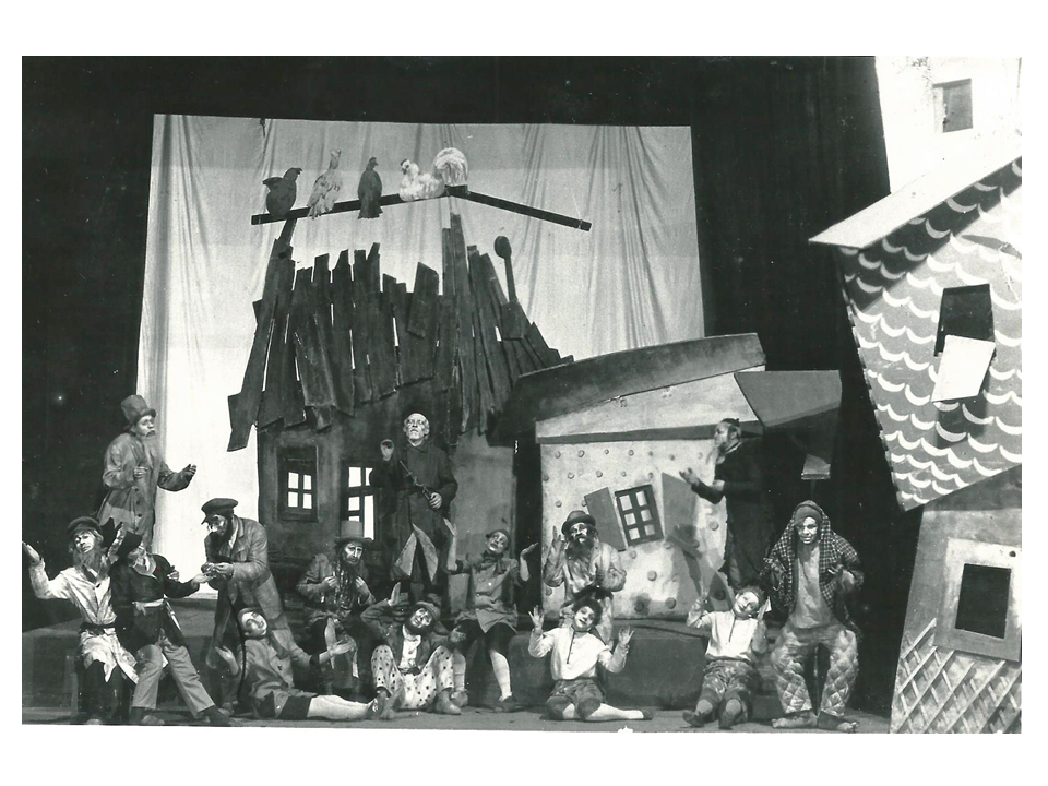 Final scene in The Travels of Benjamin the Third, 1927. Right: 1st - Zuskin as Senderl, 2nd - Mikhoels as Benjamin the Third, 6th - Bekovskaya as a shtetl boy. Scenography and costumes – R.Falk