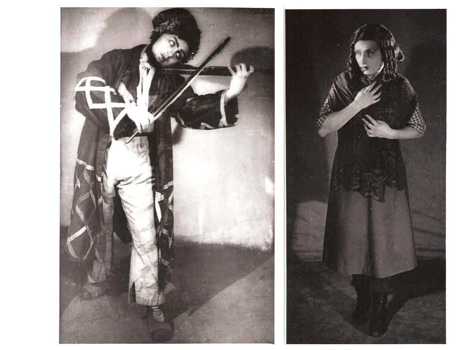 """מוזיקאי ב-""""בויטרה הגזלן"""" (בצד שמאל) ובלומקה ב-""""נשף"""", 1937"""