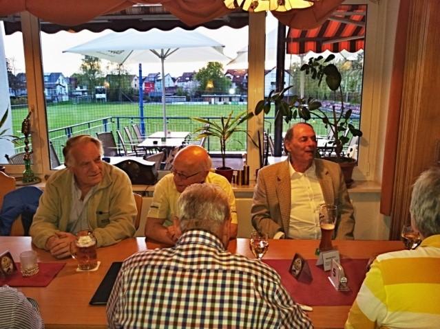 Werner, Powi und Adolf vor dem Fürstenbergsportplatz