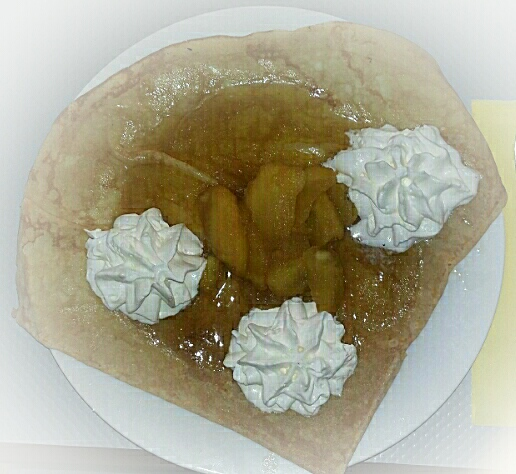 Crêpe pommes rissolées/caramel/chantilly maison