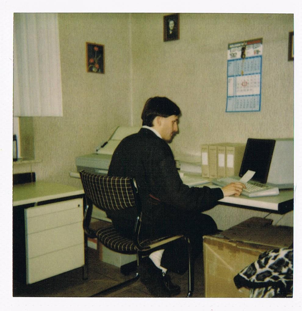 1996 gelingt der Generationenwechsel: Sohn Jürgen Duvenbeck übernimmt die Geschäftsführung. 1997 zieht die Tankstelle an die Bocholter Straße.