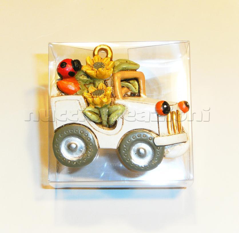 Qui un esempio di confezionamento, calamita su scatolina in acetato 6 x 6 h 3 cm ,5 confetti Crispo all'interno, nastrino in organza come chiusura € 4,00