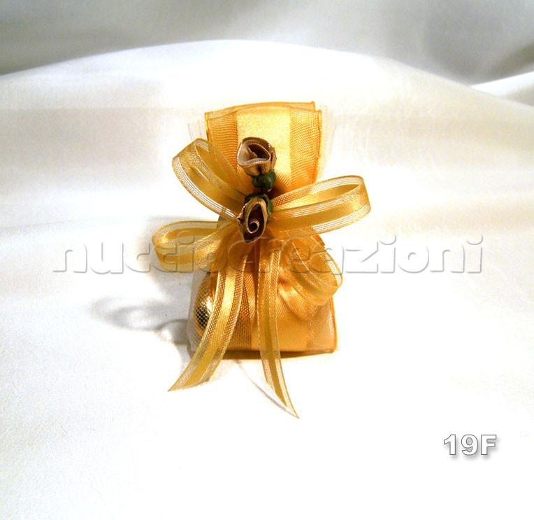 N°19F                 VIP ORO BOCCIOLI  vip oro boccioli, 3confetti oro foderati nastro vip oro,2 boccioli oro,nastrino vip oro             €2,30