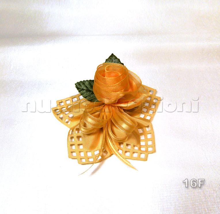 N°16F      TRAFORATO       GRO  ORO  gro traforato oro, 5 confetti oro,rosa artigianale in vip oro, 2 foglie, nastro vip oro          €3,70