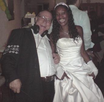 Hochzeits-DJ mit Braut