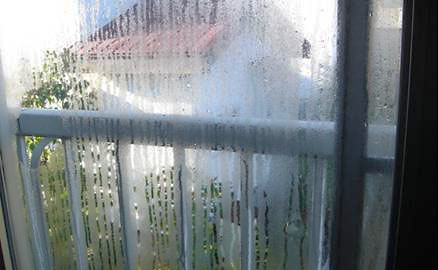 施工前 窓ガラスの結露