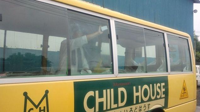 送迎バス ガラス油膜除去