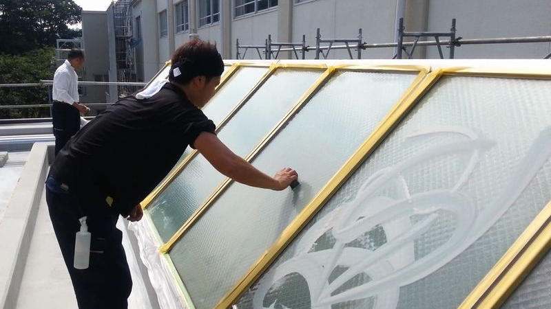 天窓トップライト洗浄・油膜とり