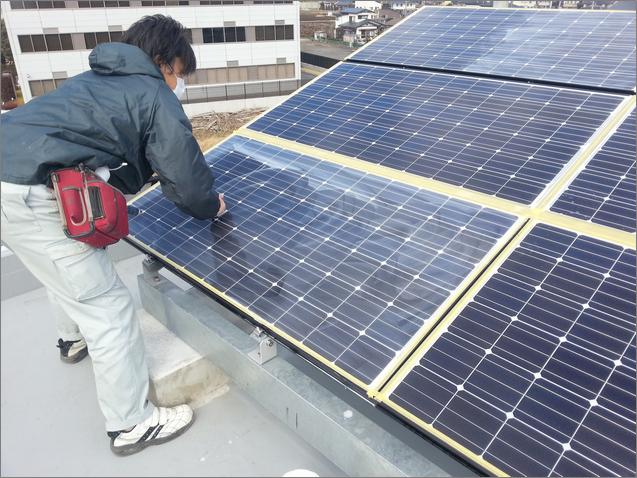 ソーラーパネル洗浄/水垢、油膜、ウロコ汚れの除去