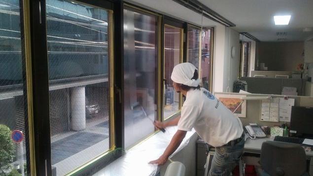 オフィス窓ガラスの断熱塗装