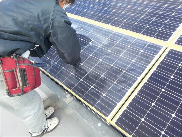 太陽光パネル清掃/水垢、ウロコ、油膜除去